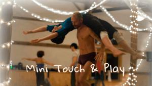 Contact Improv dancers